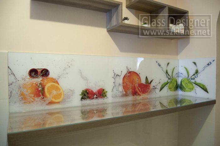 szyba w kuchni owoce