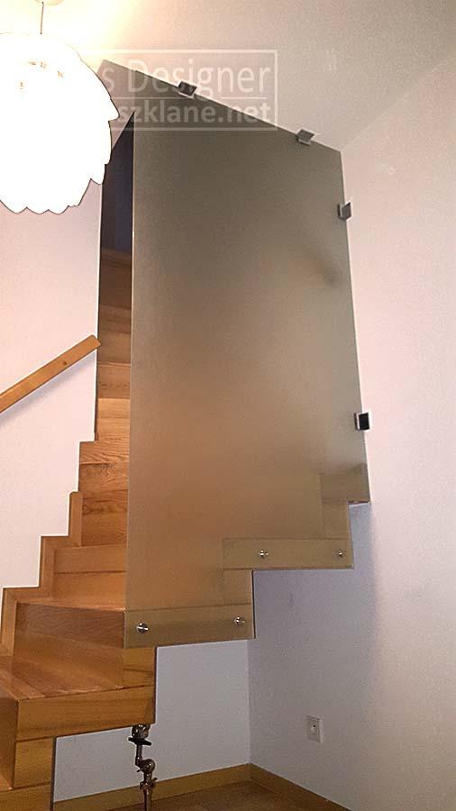 ścianka szklana zabezpieczająca schody w domu